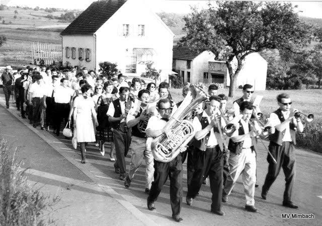Musikalisches Ehrengeleit anläßlich Meisterschaftsfeierder Fußballer des TUS, 1964(Quelle: Unbekannt, Hinweise erbeten)
