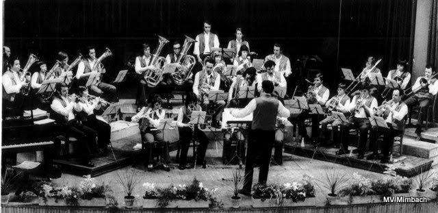 """Großes Blasorchester des MV """"Frohsinn"""" Mimbach 1974 in Bliesgaufesthalle,Ltg. K.H. Linn(Quelle: Unbekannt, Hinweise erbeten)"""