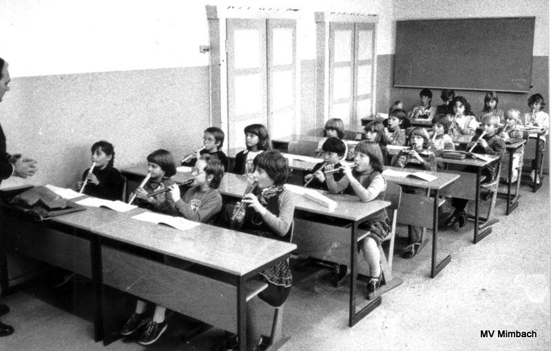 Blockflötengruppe von 1983 in der Mimbacher Schule,Ltg. K.H. Linn